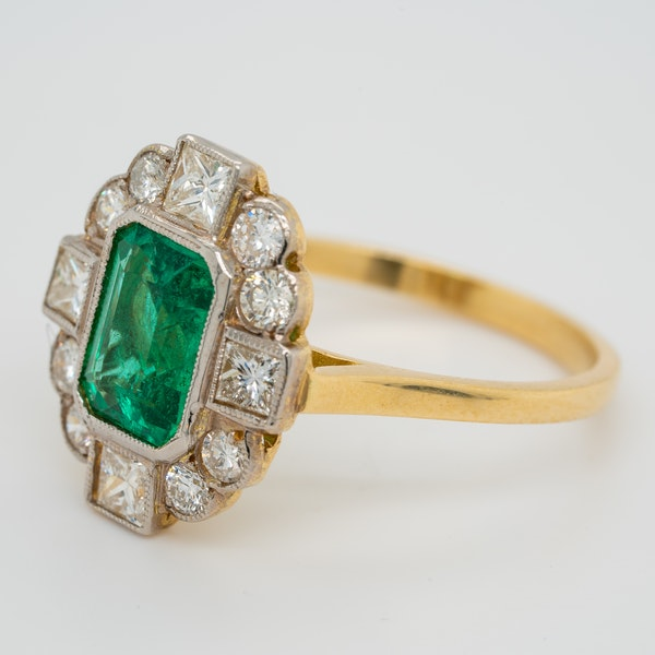 Emerald and diamond oval cluster ring - image 3