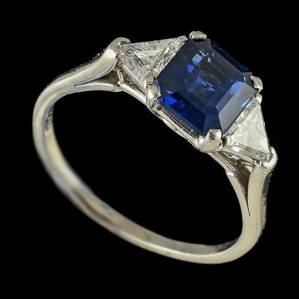 MM6446r platinum set fine quality  sapphire and triangle diamond  three stone ring - image 2