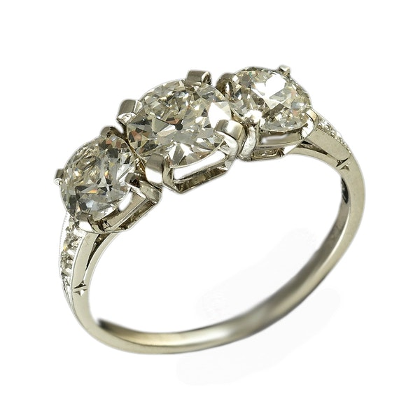 MM6305r platinum set 1940c  three stone diamond ring - image 1