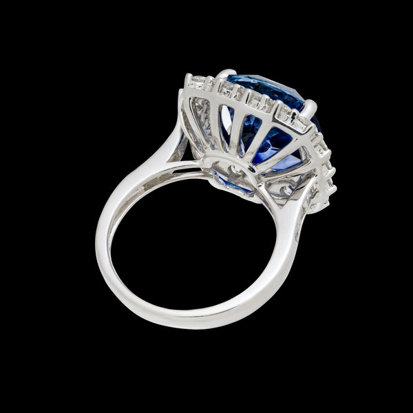 18K white gold 9.09ct Natural Blue Sapphire and 1.50ct Diamond Ring - image 6