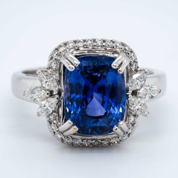 18K white gold 5.53ct Natural Blue Sapphire and 0.57ct Diamond Ring - image 1