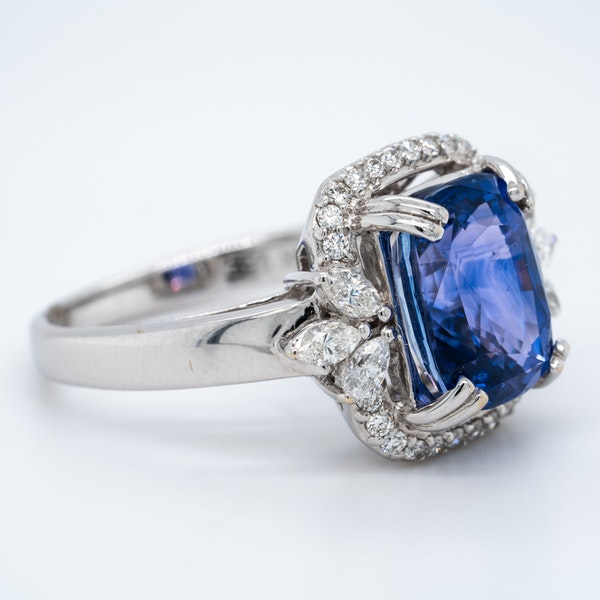 18K white gold 5.53ct Natural Blue Sapphire and 0.57ct Diamond Ring - image 2