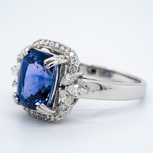 18K white gold 5.53ct Natural Blue Sapphire and 0.57ct Diamond Ring - image 3