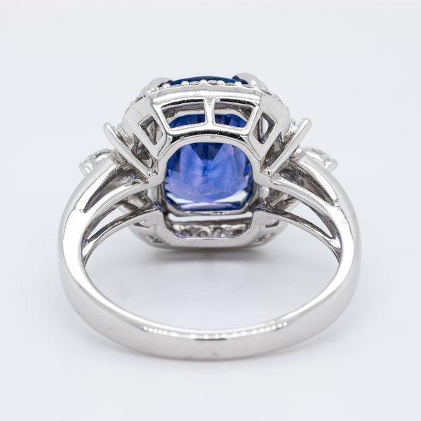 18K white gold 5.53ct Natural Blue Sapphire and 0.57ct Diamond Ring - image 4