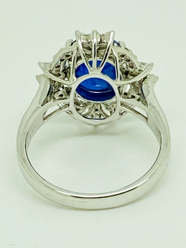 18K white gold 4.62ct Natural Cabochon Blue Sapphire and 0.82ct Diamond Ring - image 5