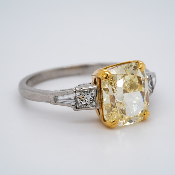 Platinum 4.01ct Natural Fancy Yellow Diamond Ring - image 2