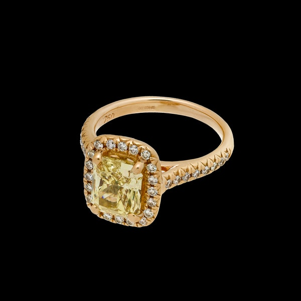 18K Yellow Gold 2.22ct  Natural Fancy Yellow Diamond Ring - image 6