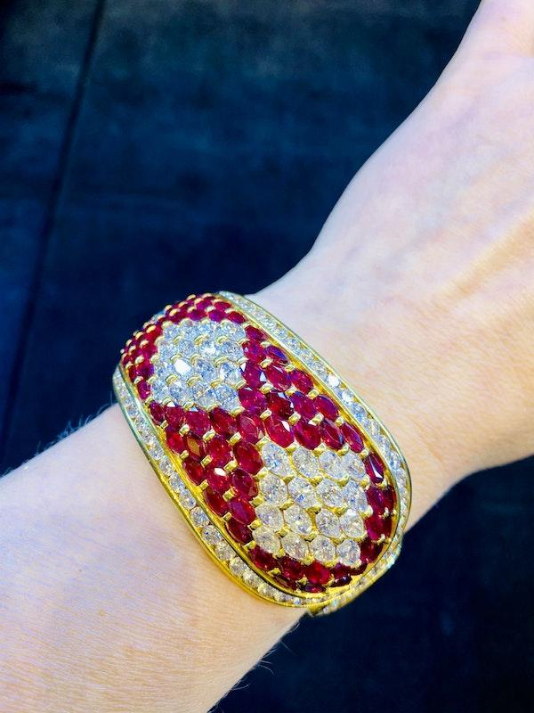 18K yellow gold 40.00ct Natural Ruby and 18.00ct Diamond Bangle - image 5