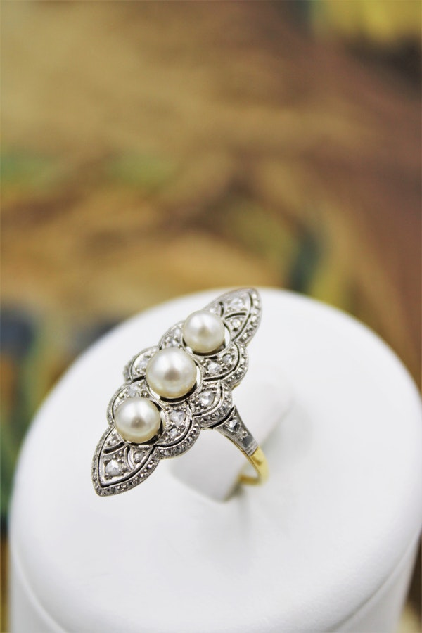 A very fine Natural Pearl & Diamond Plaque Ring set in 18ct Yellow Gold & Platinum, French, Circa 1925 - image 1