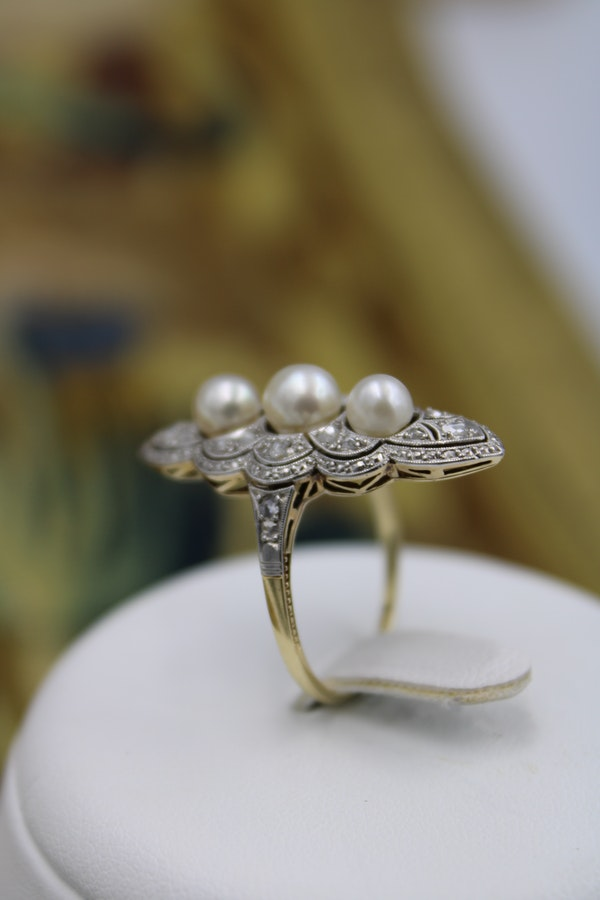A very fine Natural Pearl & Diamond Plaque Ring set in 18ct Yellow Gold & Platinum, French, Circa 1925 - image 2