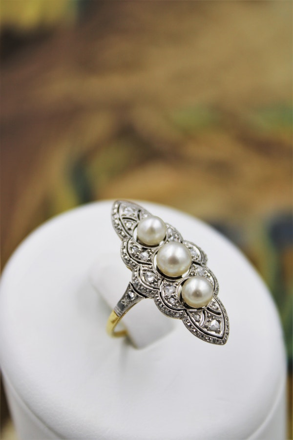 A very fine Natural Pearl & Diamond Plaque Ring set in 18ct Yellow Gold & Platinum, French, Circa 1925 - image 4