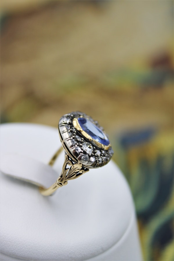 A very fine Georgian/ Victorian Sapphire & Diamond Cluster Ring in 18ct Yellow Gold & Silver. - image 3