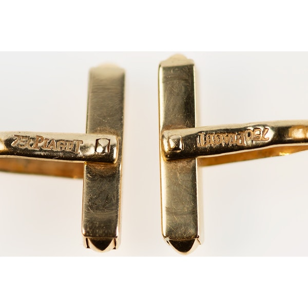 Vintage Piaget Equestrian Cufflinks 18 Carat Gold Horses Head framed by a Winning Post, English circa 1970. - image 4