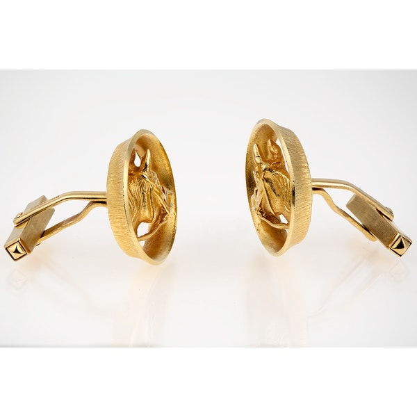 Vintage Piaget Equestrian Cufflinks 18 Carat Gold Horses Head framed by a Winning Post, English circa 1970. - image 2