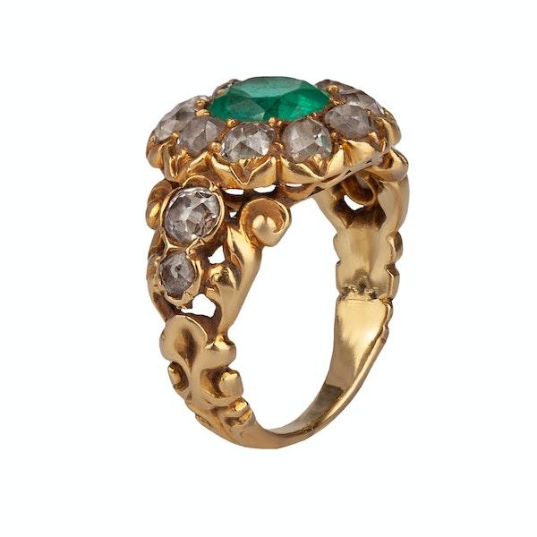 An Emerald Diamond Gold Ring - image 1