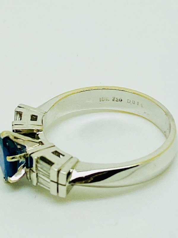 18K white gold 1.50ct Natural Blue Sapphire and 0.15ct Diamond Ring - image 3