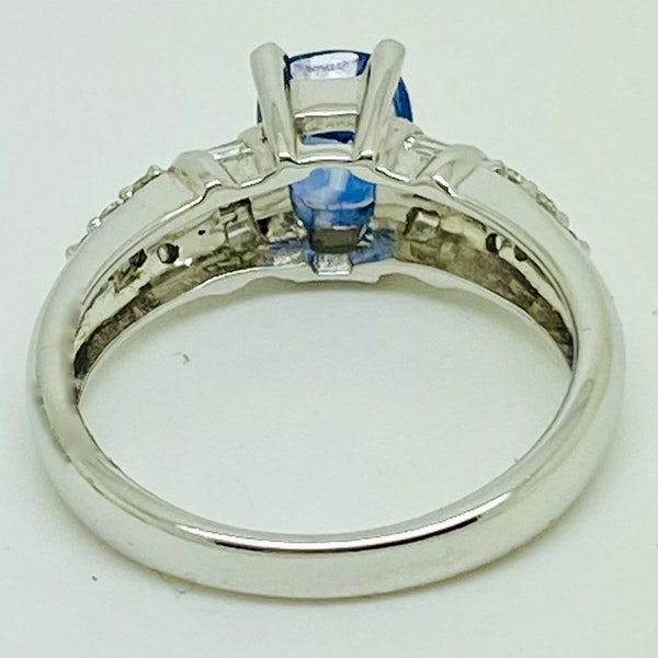 18K white gold 2.86ct Natural Blue Sapphire and 0.32ct Diamond Ring - image 3