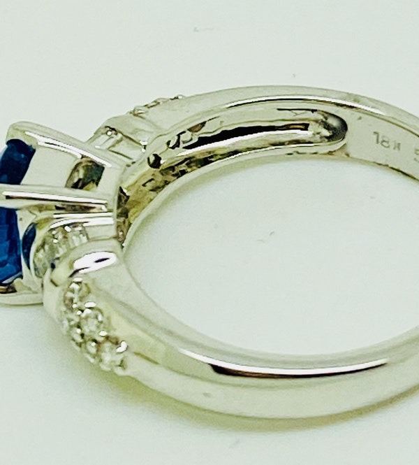 18K white gold 2.86ct Natural Blue Sapphire and 0.32ct Diamond Ring - image 4