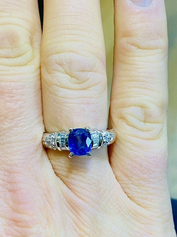 18K white gold 2.86ct Natural Blue Sapphire and 0.32ct Diamond Ring - image 5