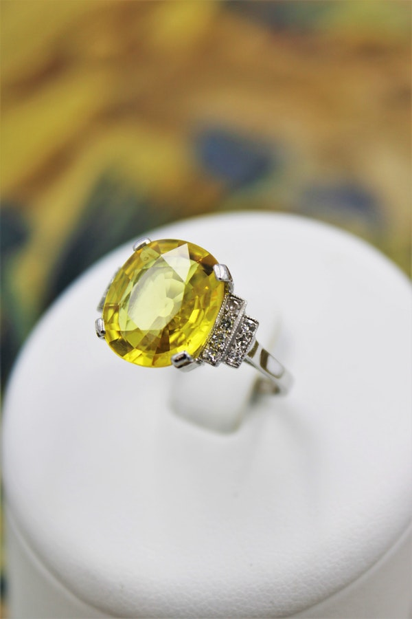 An exceptional Yellow Sapphire and Diamond Ring set in Platinum (Marked), Late 20th Century. - image 1