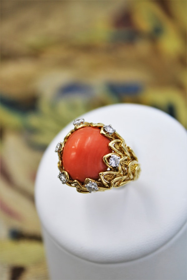 An Exceptionally Fine Coral & Diamond Ring in 18 Carat Yellow Gold (French Marked), Circa 1970. - image 1