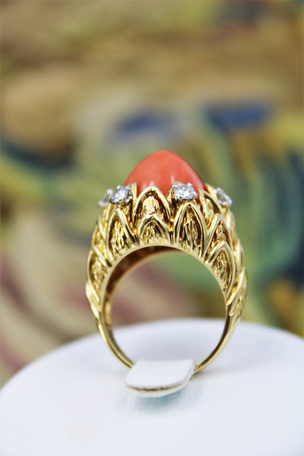 An Exceptionally Fine Coral & Diamond Ring in 18 Carat Yellow Gold (French Marked), Circa 1970. - image 2
