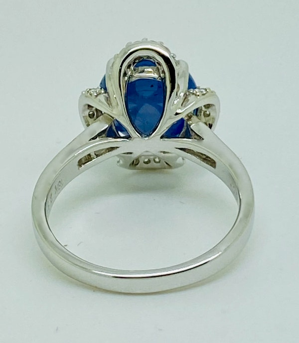 18K white gold 7.66ct Natural Cabochon Blue Sapphire and 0.39ct Diamond Ring - image 3