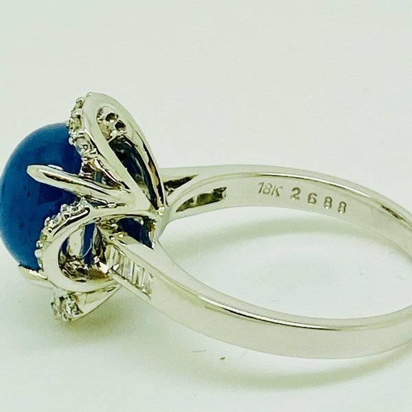 18K white gold 7.66ct Natural Cabochon Blue Sapphire and 0.39ct Diamond Ring - image 4