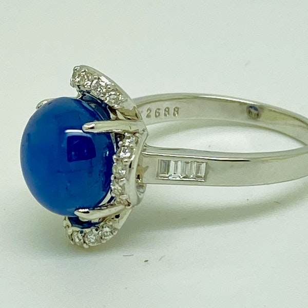 18K white gold 7.66ct Natural Cabochon Blue Sapphire and 0.39ct Diamond Ring - image 5