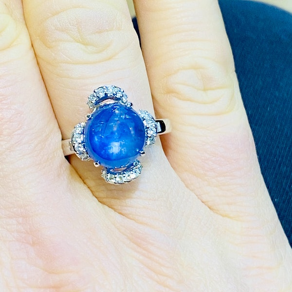 18K white gold 7.66ct Natural Cabochon Blue Sapphire and 0.39ct Diamond Ring - image 6