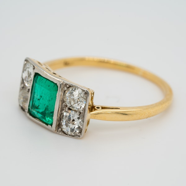 Emerald and diamond tablet shape Art Deco ring - image 3