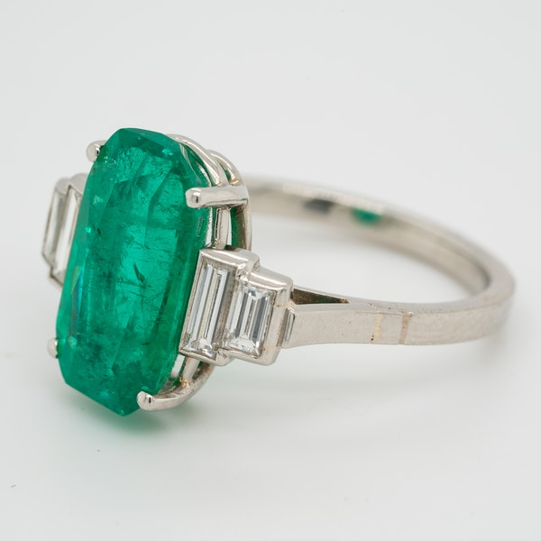 Emerald and diamond oval Art Deco ring with emerald  4.50 ct est. - image 2