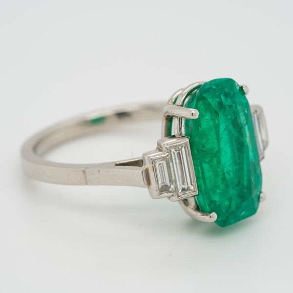 Emerald and diamond oval Art Deco ring with emerald  4.50 ct est. - image 4