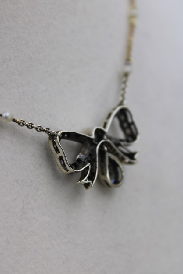 A very fine Victorian Diamond Bow Pendant mounted in Silver and High Carat Yellow Gold, English, Circa 1890 - image 3
