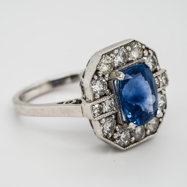 Sapphire and diamond ring, rectangular shape with cut corners - image 2