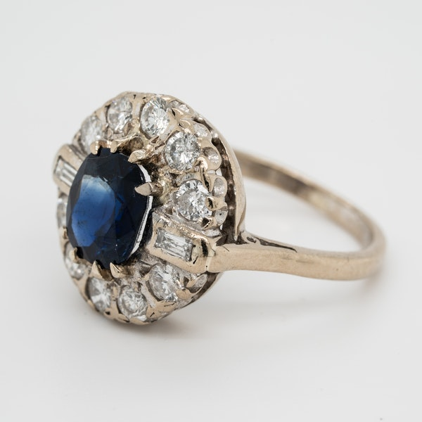Sapphire and diamond oval cluster ring - image 2