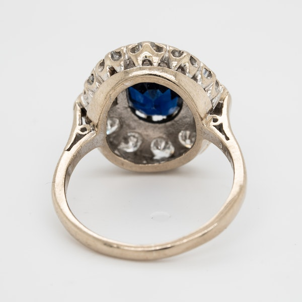 Sapphire and diamond oval cluster ring - image 4