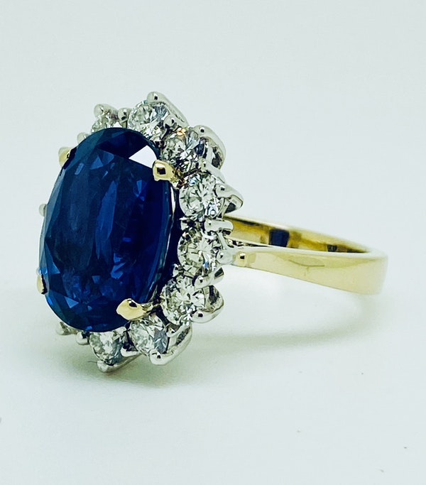 18K yellow/white gold 9.31ct Natural Blue Sapphire and 1.63ct Diamond Ring - image 2