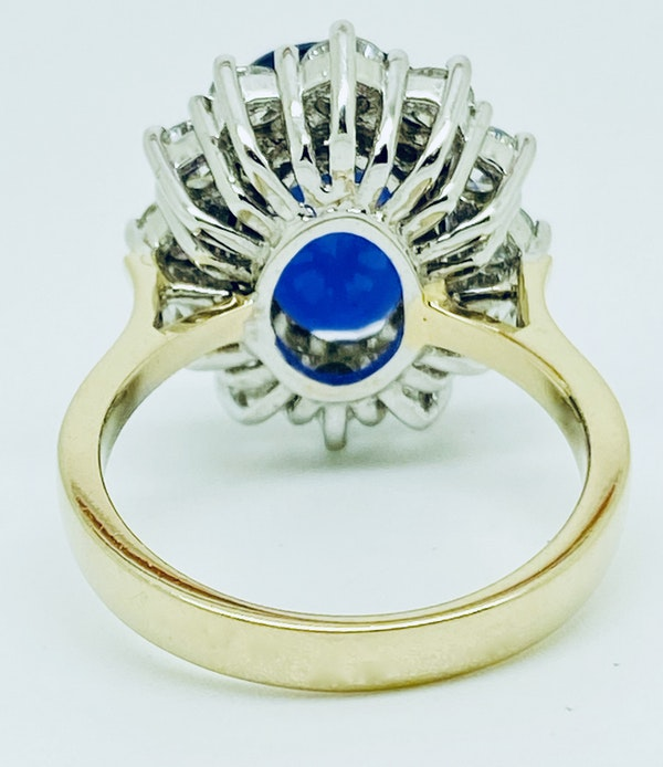 18K yellow/white gold 9.31ct Natural Blue Sapphire and 1.63ct Diamond Ring - image 3