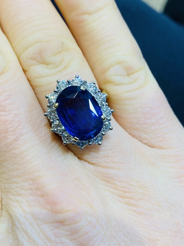 18K yellow/white gold 9.31ct Natural Blue Sapphire and 1.63ct Diamond Ring - image 4