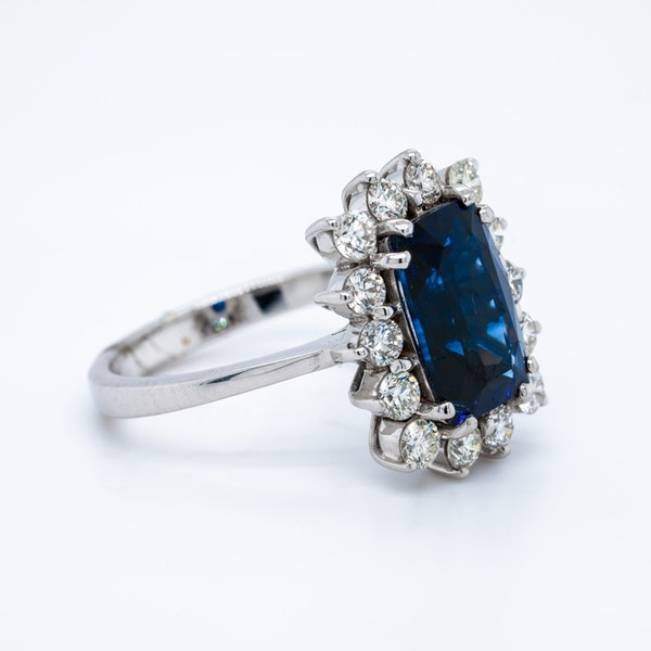18K white gold 4.08ct Natural Blue Sapphire and 1.00ct Diamond Ring - image 3