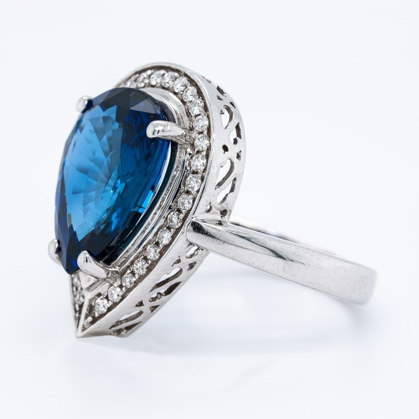 18K white gold 5.05ct Natural Blue Sapphire and 0.75ct Diamond Ring - image 3