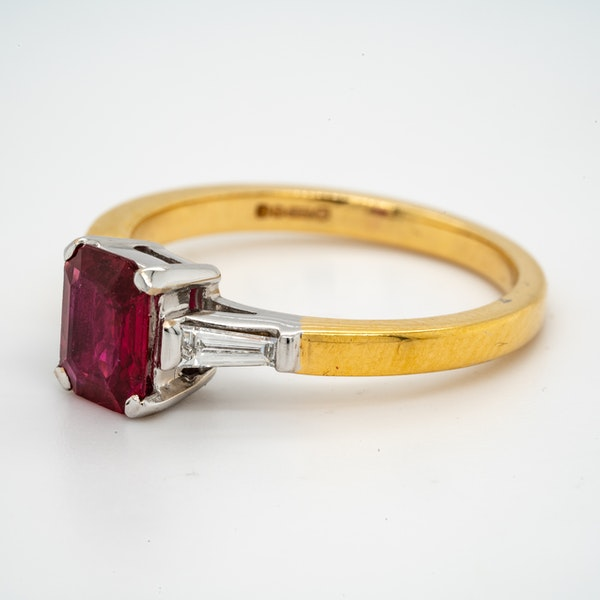 18K yellow/white gold 1.10ct Natural Ruby and 0.18ct Diamond Ring - image 3