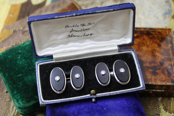 A very fine pair of Black Onyx & Diamond Cufflinks set in 18ct Yellow Gold & Platinum, English, Circa 1950 - image 1