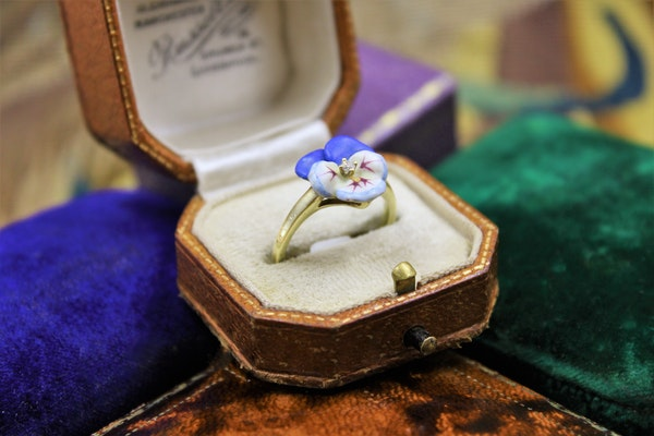 A very fine Soft Paste Enamel and Diamond Pansy Ring set in High Carat Yellow Gold, Circa 1890 - image 1