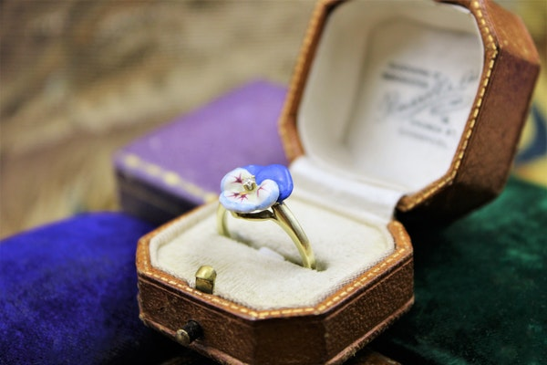 A very fine Soft Paste Enamel and Diamond Pansy Ring set in High Carat Yellow Gold, Circa 1890 - image 2