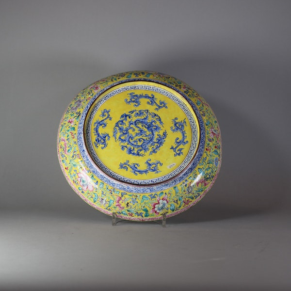 Canton enamel circular dish, late Qianlong (1736-95) - image 2