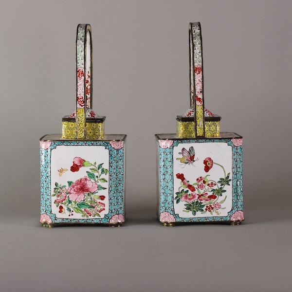 Pair of Chinese Canton enamel ewers, late Qianlong (1735-96) - image 3