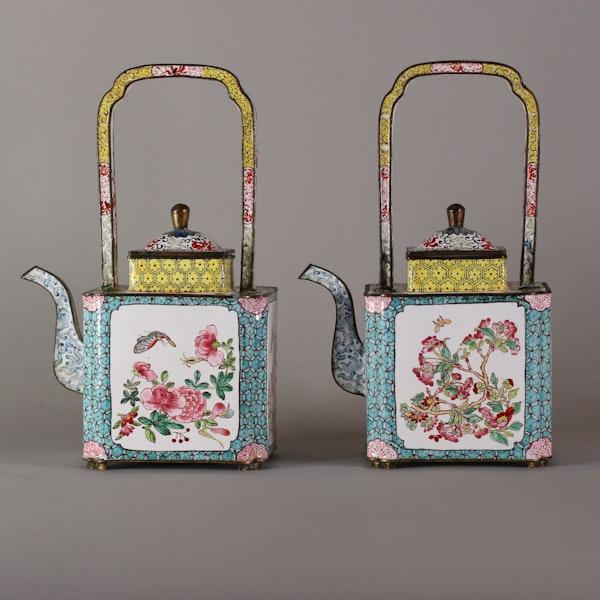 Pair of Chinese Canton enamel ewers, late Qianlong (1735-96) - image 4
