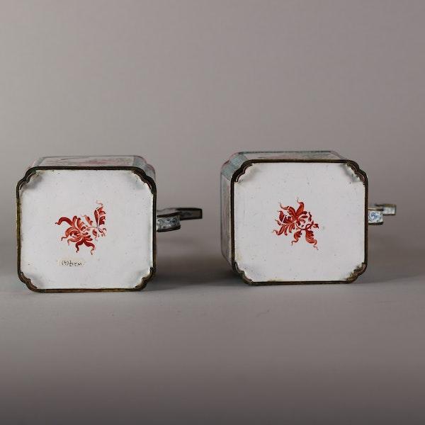 Pair of Chinese Canton enamel ewers, late Qianlong (1735-96) - image 2